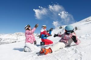 Bataille de boules de neige sur les piste de ski